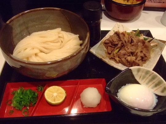梅田・駅前ビル 「うだま」 和牛肉玉生醤油うどんが旨い!