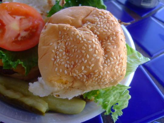グアム珍道中 その5 「サンセット・バー」ハンバーガーセット