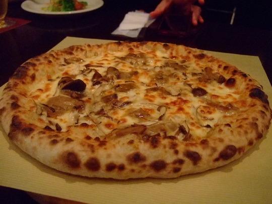 豊中・少路 「ロッソ」 人気店の本格窯で焼くピッツァが旨い!