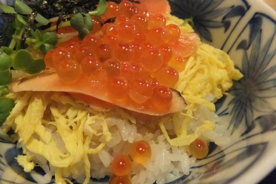 豊中・緑地公園 「そば甚」 秋冬メニュー炙りサーモンいくら丼
