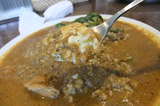 北浜 「カシミール」 スパイスカレーのメッカ!チキン7辛玄米