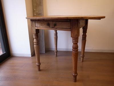 オールドパイン丸テーブル