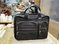 TUMIのビジネスバッグの持ち手のあて革交換