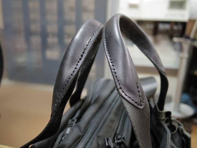 トゥミのバッグの持ち手が、、、