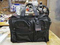 TUMIのバッグの持ち手あて革交換2点