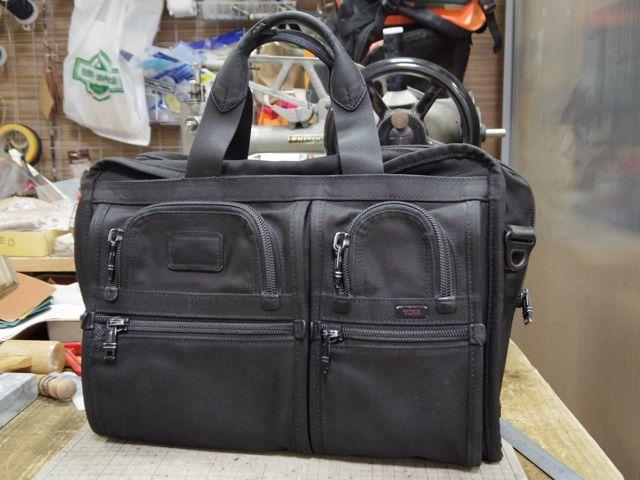 TUMIのビジネスバッグの持ち手をいくつか