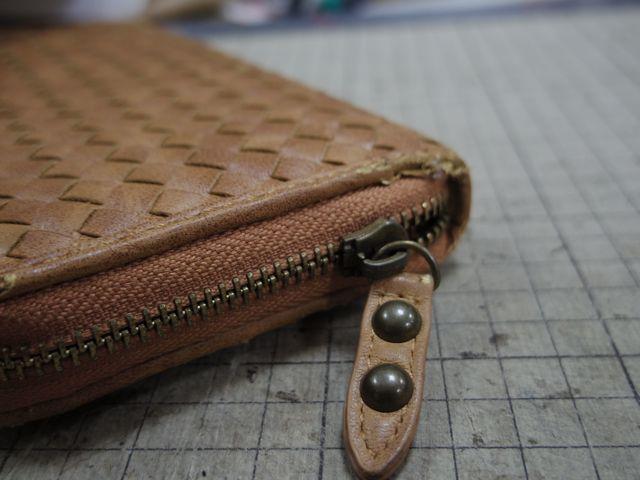 財布のチャックが閉めても開いてくる、、、