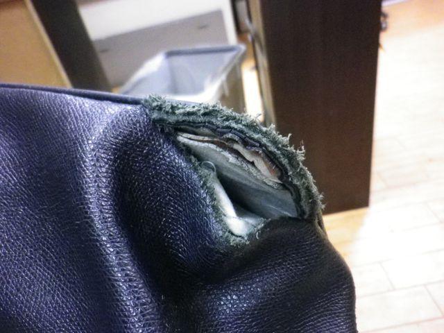 トートバッグの角の革が裂けて。。。