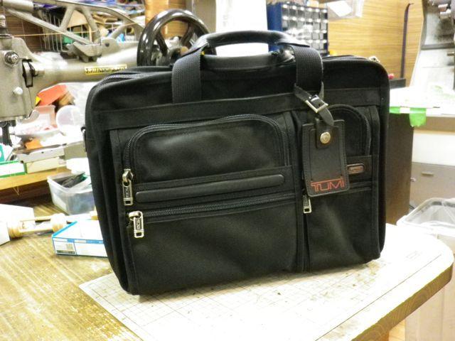 TUMIのビジネスバッグの持ち手が。。。
