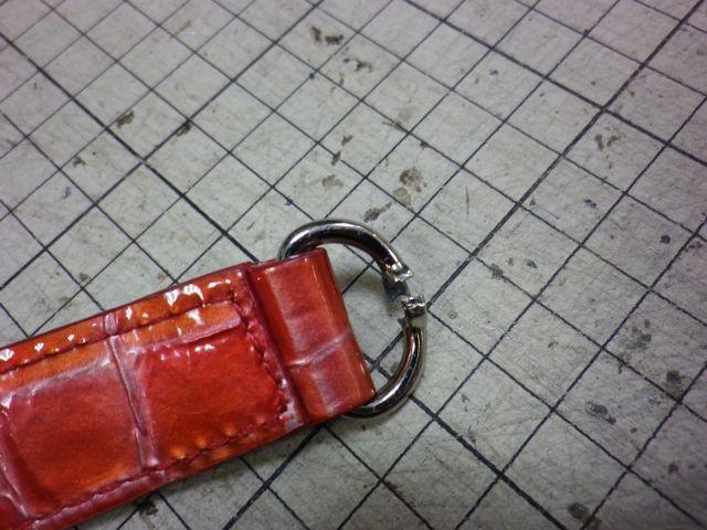 かばんのハンドストラップの金具が壊れて。。。