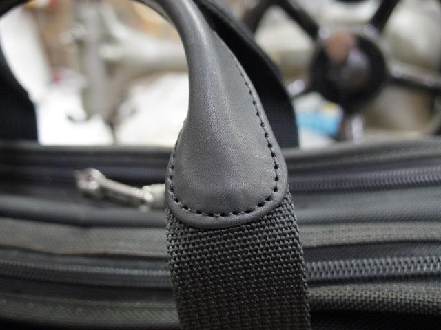 TUMIのバッグの持ち手の修理をいくつか