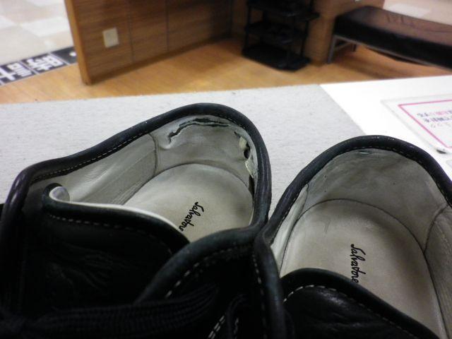 紳士靴の履き口の内側腰裏のお直しをいくつか。。。