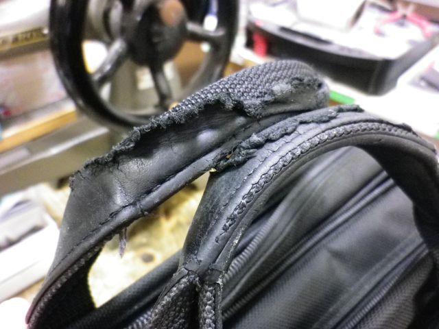 TUMIのバッグの持ち手のところが、、、、