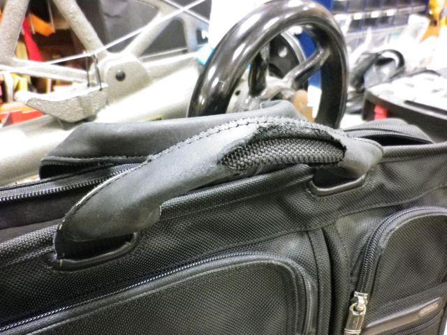 TUMIのバッグの持ち手がボロボロに