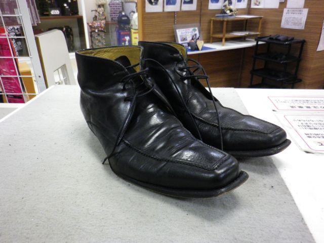 紳士靴のかかとが激しく削れて・・・
