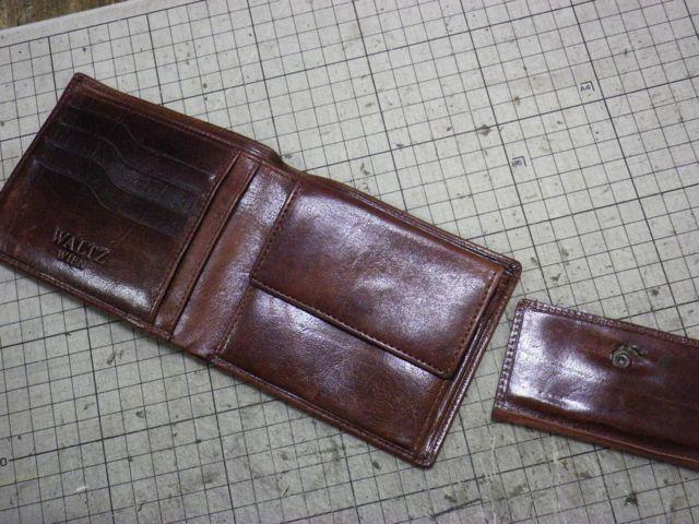 財布の小銭入れの内張りの革が裂けてきて、、、