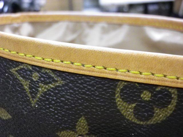 ルイ・ヴィトンのバッグの内側がネチャネチャに。