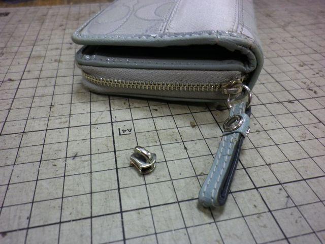 コーチの財布のチャックが閉めても閉まらない。。。