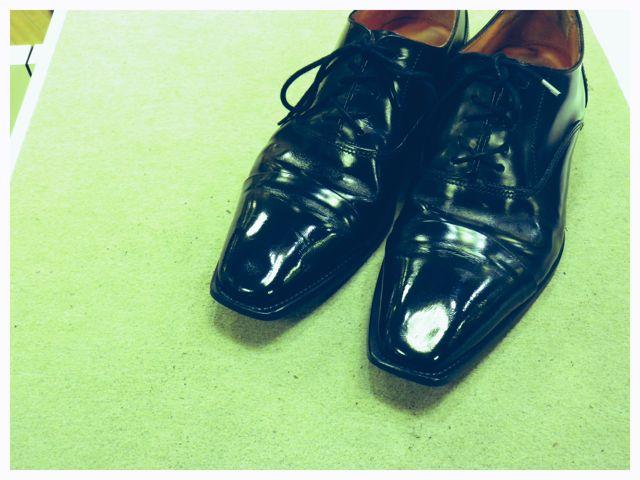旦那の靴、輝きがないわ・・・