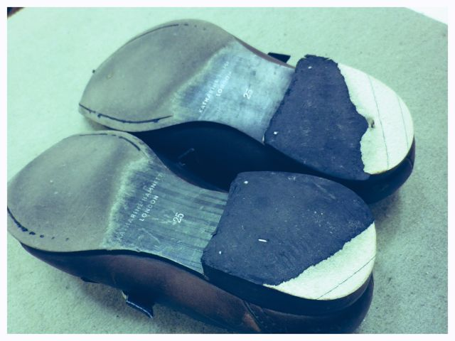 旦那の革靴を見てみると・・・