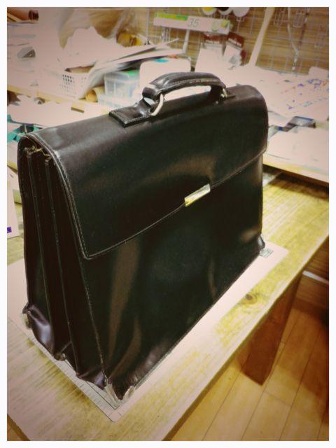 書類かばんの持ち手のところがちぎれそう・・・
