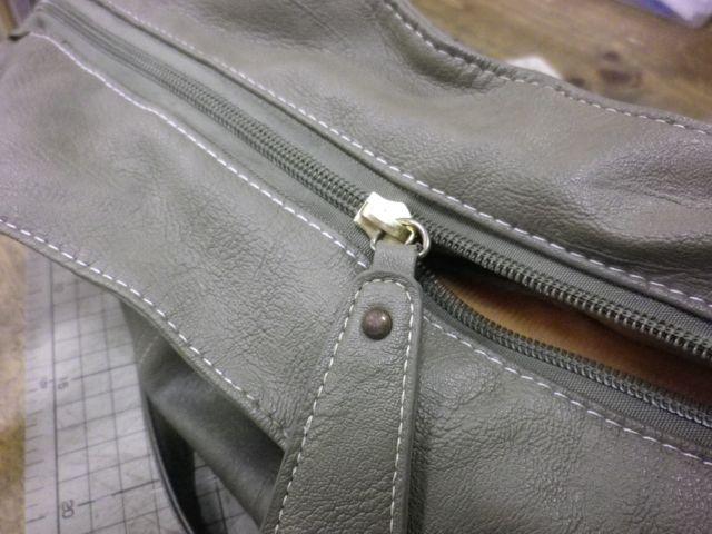 かばんのチャックが閉まらないwww