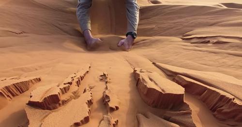 サハラ砂漠 砂遊び