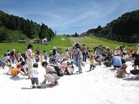 六甲山カンツリーハウスでは 「真夏の雪まつり」も開催中!