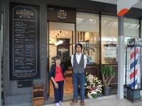 10月11日、旭通商店街に、開業70年の老舗理髪店がリニューアルオープンされました。