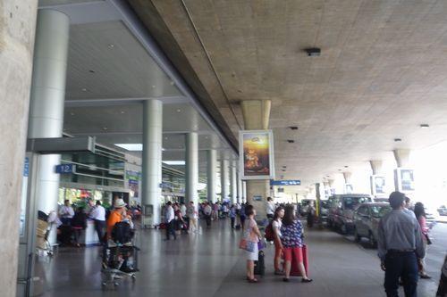 タンソンニャット空港